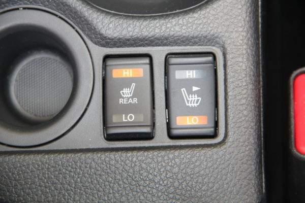 кнопки подогрева сидений