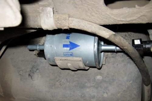 топливный фильтр со стрелкой